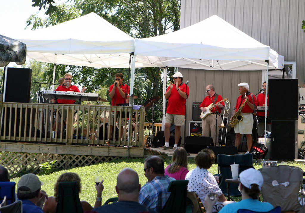Summer concerts at Turtle Run provide great music from some of the region's best known bands!  Here are The Monarchs!